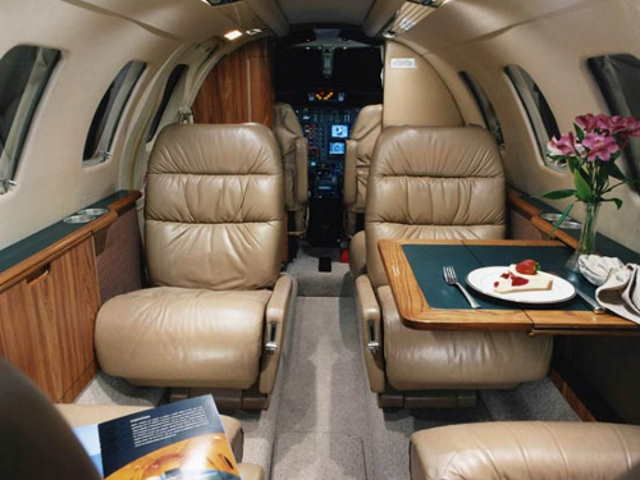 салон бизнес джета Cessna Citation Jet / CJ1